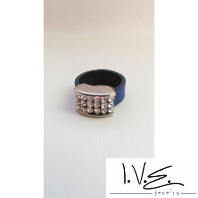Gyűrűalapba foglalt Swarovski köves királykék bőrgyűrű
