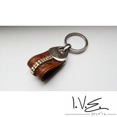 Népi motívumos, 2 sor Swarovski köves, fém foglalatos bőr kulcstartó