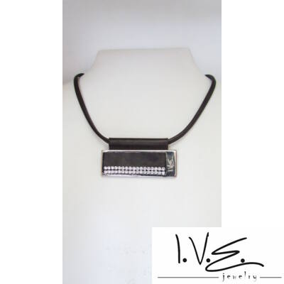 Vízszintes I.V.E. táblás 2 soros Swarovski® köves bőr nyaklánc