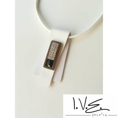 Fekete Swarovski® ékköves, kis táblás Rakéta bőr nyaklánc